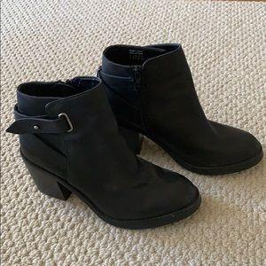 Shoemint black heeled booties